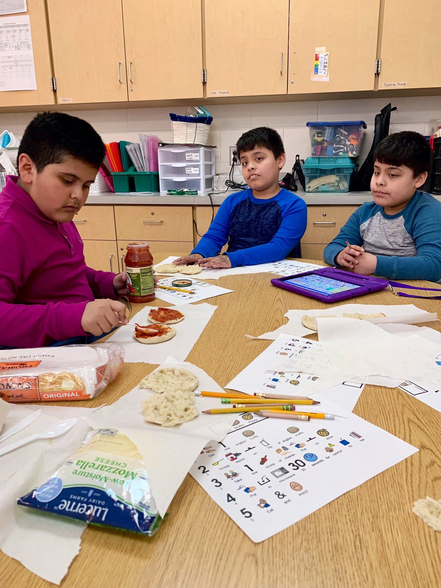 Who needs an executive chef when you've got the best sous chefs in the game!?👨🏽🍳 Making a classroom favorite - English muffin pizzas! 🍕 <a target='_blank' href='http://search.twitter.com/search?q=MIPAdventures'><a target='_blank' href='https://twitter.com/hashtag/MIPAdventures?src=hash'>#MIPAdventures</a></a> <a target='_blank' href='https://t.co/6iab82GuUH'>https://t.co/6iab82GuUH</a>