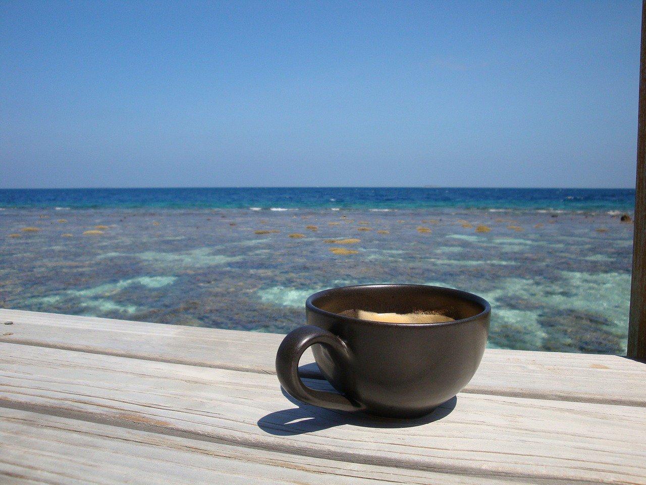 Открытка с добрым утром на пляже, днем