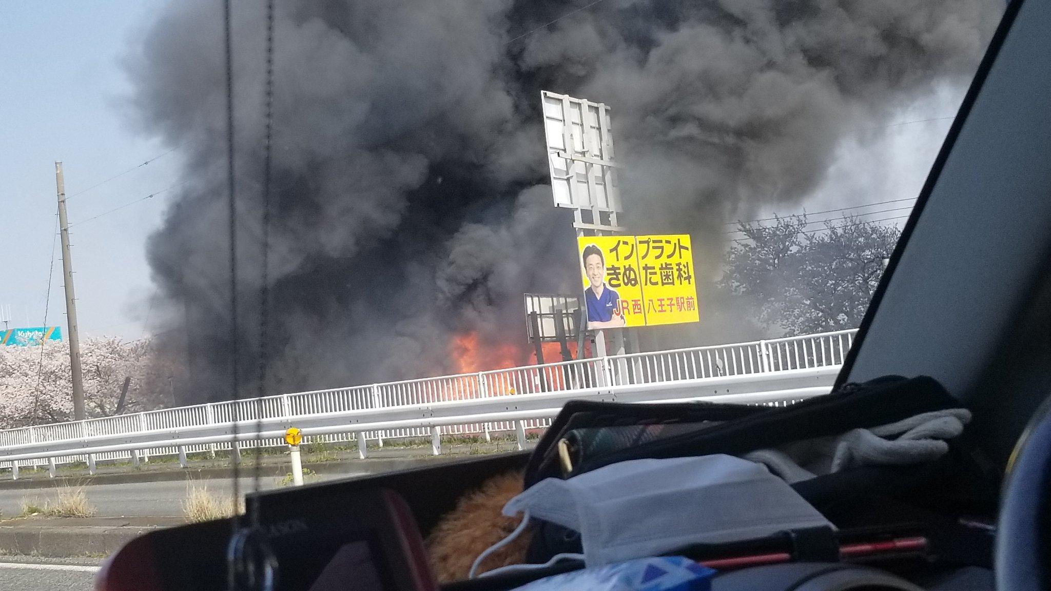 川越市で大量の黒煙を上げる火事がの現場画像
