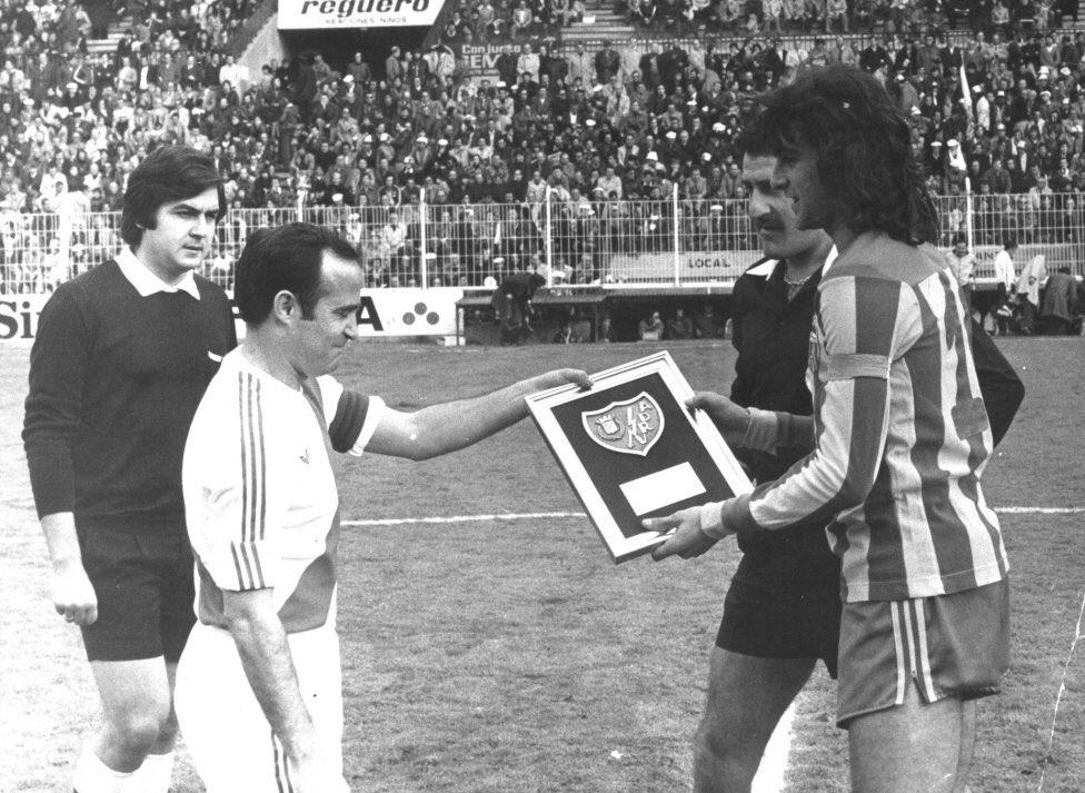 FOTOS HISTORICAS O CHULAS  DE FUTBOL - Página 7 D3cy4BkW4AItXhC