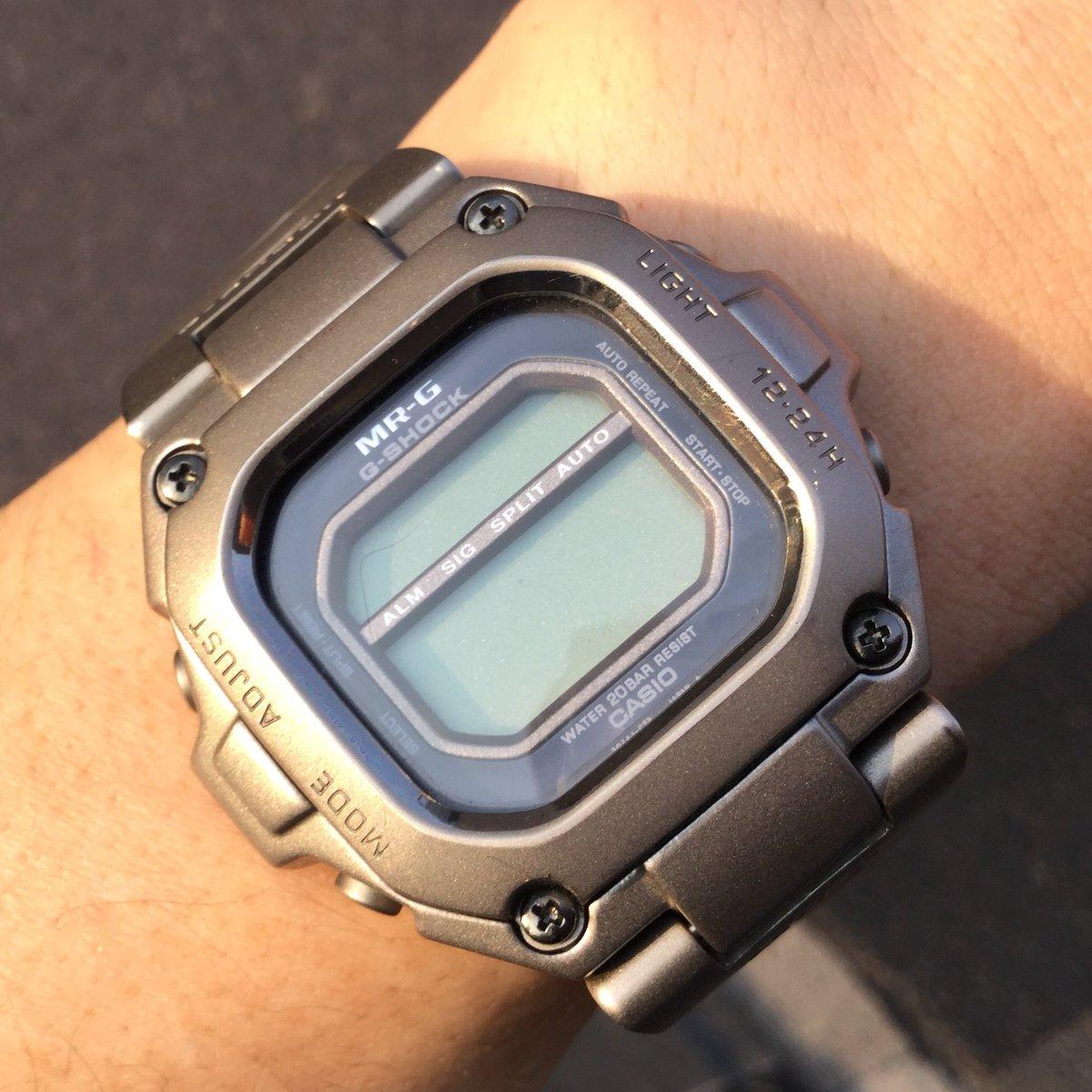 そうそう、今日のメインは時計の電池交換にカシオサービスセンターに行くことなの。これは就職して初めてもらったボーナスで買ったMR-G。売価10万。電波でもソーラーでもないデジタル時計だけど自分の時計の中では5位くらいには入る大事なもの。一番慎重に持ち歩く方法を熟慮して腕にハメてくことに。