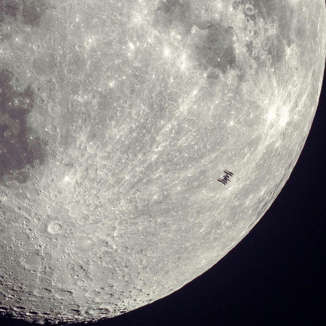 этому вопросу фото со спутника полной луны впервые чорбу
