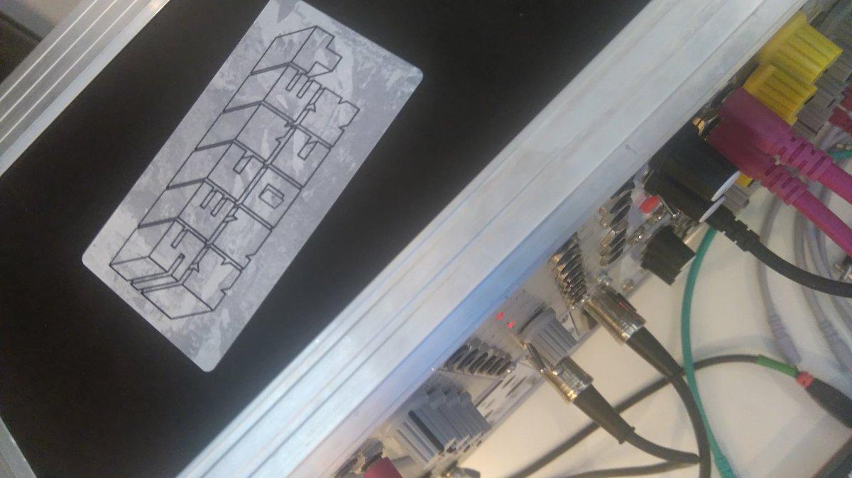 @secretknockzine Synthesizers love stickers 😀