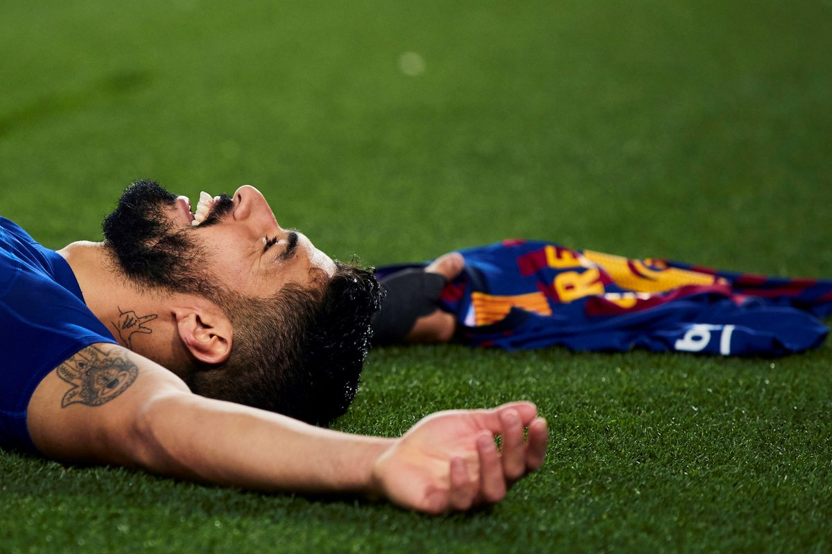 RT si eres del @FCBarcelona_es y estás celebrando la victoria azulgrana como @LuisSuarez9. 😊  #BarçaAtleti
