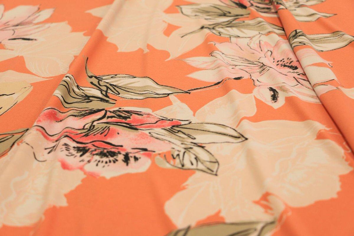 Nuestra tela licra facilita que se evapore la transpiración, a diferencia del algodón. Con este patrón tan lindo estás lista para disfrutar del verano.  #ATuMedida #Licra #Cortitelas #Honduras #Telas #LoMejorenTelas #ModaHonduras #FashionHonduras #ImaginaTodoloquePuedesCrear