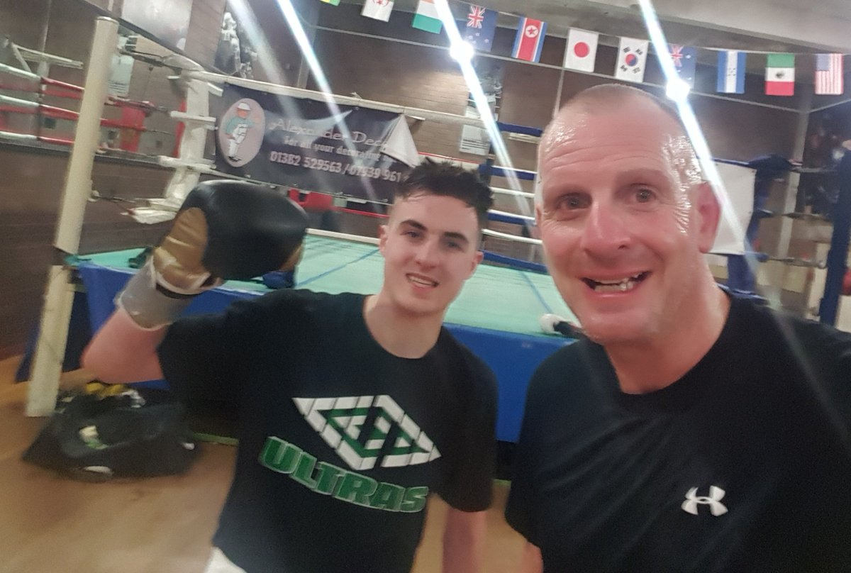 Few good rounds getting smacked about fae my young lad there #supersundays  <br>http://pic.twitter.com/z0Ep9qn8DO