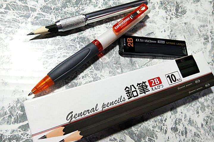 test ツイッターメディア - 普段は鉛筆を使っている。2B専門だ。 なにせ安くて、100均のキャンドゥで10本108円なのだ。 これでだいたい2ヶ月は持つのでコスパ最高。 外に行く時はシャープペンシルを持って行く。 この芯もやっぱり2Bを使っている。50本入り×2個で108円。 鉛筆って安くて便利なのだ。 #鉛筆 #キャンドゥ #100均 https://t.co/M9YDSwbgCz