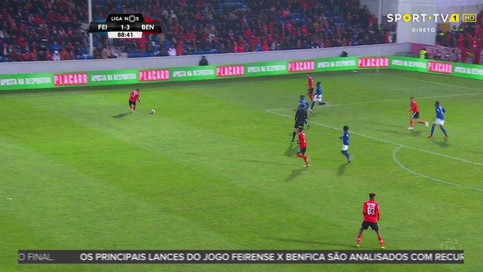 D3ke8QOUIAALkZ6?format=jpg&name=small Do susto à goleada na Feira, Benfica recupera a liderança do campeonato