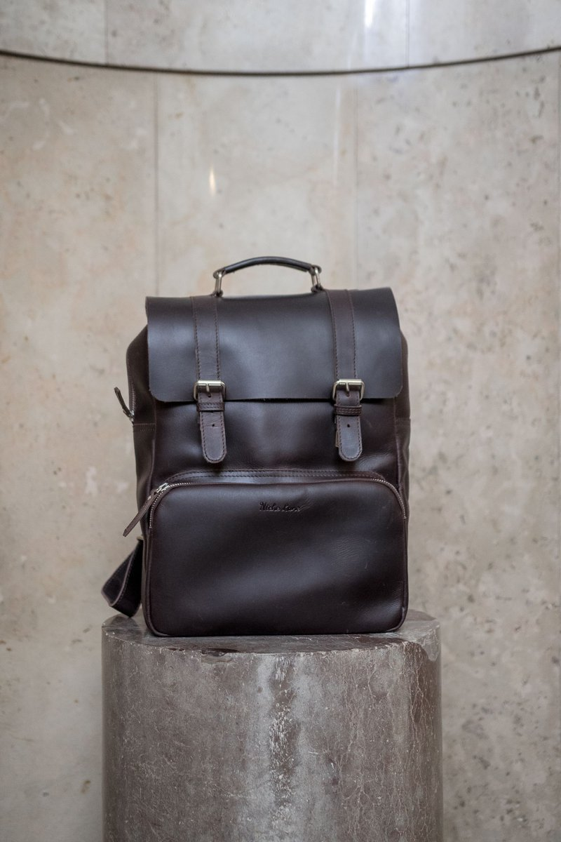 cc5ca3804 Our beautiful leather backpack comes with several dividers and pockets and  even a padded laptop compartment! SHOP NOW: https://buff.ly/2L96pFx ...