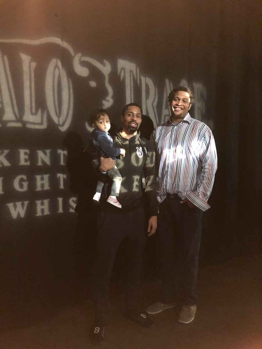 Was great to see @SDinwiddie_25 with his son after they clinched the playoffs today #ShoulderToShoulder #Gobuffs
