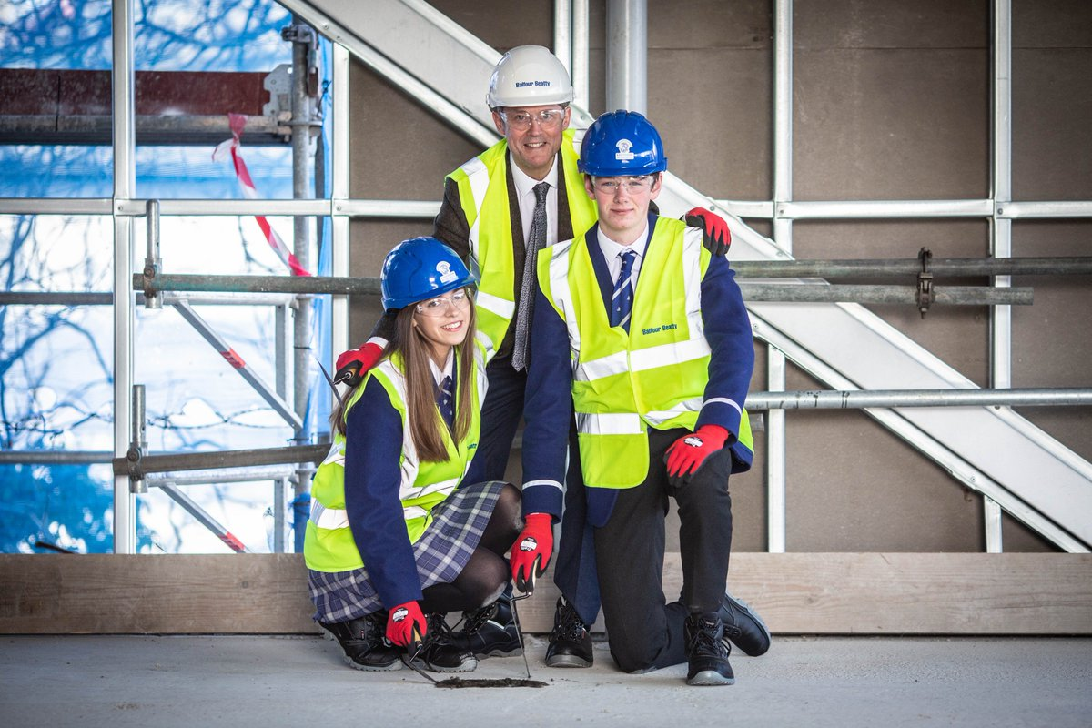 Congratulations to our project team from the @Kelvinside1878 School of Innovation project for reaching an important milestone. The team and key stakeholders celebrated with a topping out ceremony last week.