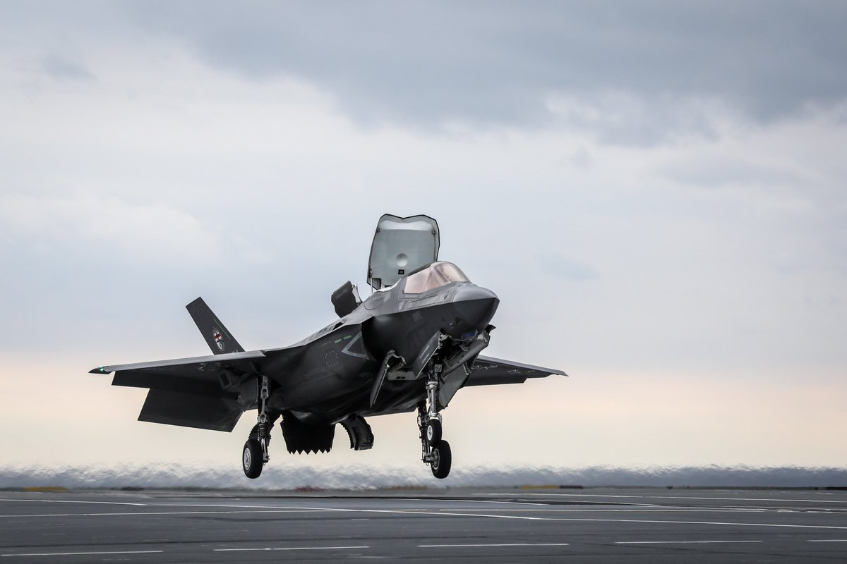 F-35 aircraft from @RAFMarhamMedia will deploy to @RAFAkrotiri later this year.  This will be the first overseas deployment of the aircraft. It will allow RAF and @RoyalNavy personnel to gain experience in maintaining and flying the aircraft in an unfamiliar environment. https://t.co/t1Vs53aQTa