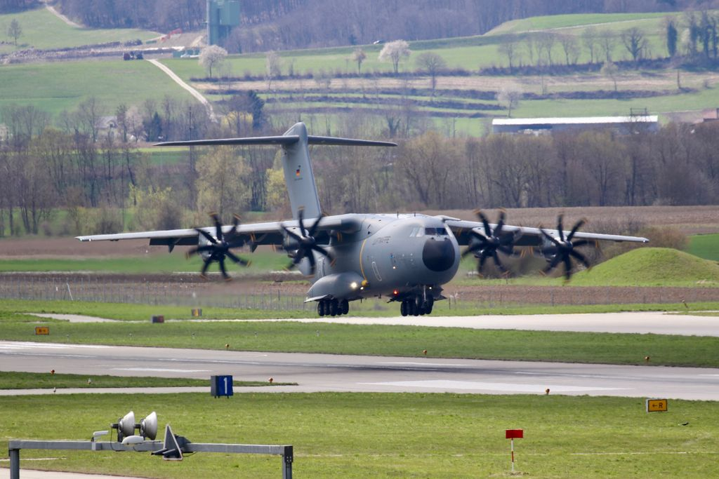The Flight Evaluation Trials in Payerne is starting this week.  First arrival for the #FET is the #A400M from the German Air Force @Team_Luftwaffe @bundeswehrInfo @BAESystemsAir @AirbusDefence @RAFLive #VBS #DDPS #armasuisse #air2030 #swissairforce #EFSuisse Copyright: Guenat Max