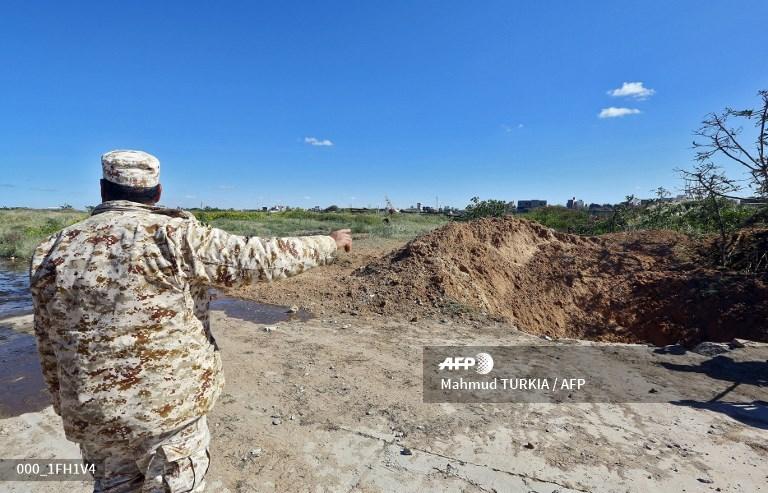 ليبيا: طرابلس تعلن الاستنفار لمواجهة قوات حفتر - صفحة 3 D3pSm2AW4AEEDir