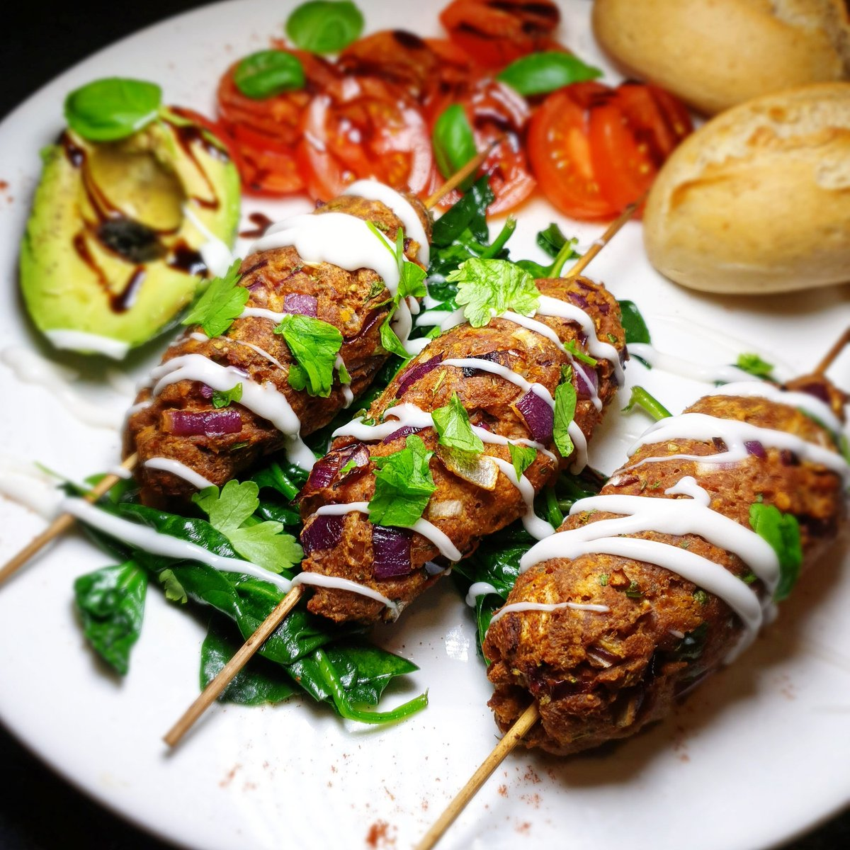 Tangy Kebabs with wilted spinach & tomato salad.  . I love making these & use different spices/herbs each time. Made with @MeatlessFarm (Sainsburys) mince, onion, garlic, breadcrumbs, pink salt, cracked black pepper, garam masala, turmeric, cumin & fresh coriander. #vegan