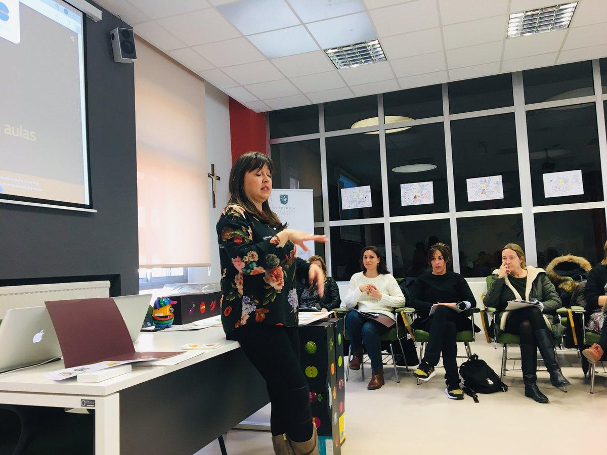Gracias a todo el claustro de @LaSalle_Burgos por una tarde fantástica aprendiendo juntos con #RobóticaEdelvives.  @EdelvivesPRO  #profesPRO