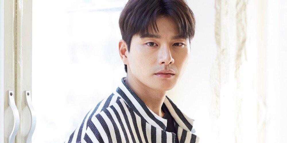 Lee Yi Kyung giải thích lý do Jin (BTS) không được mời đến buổi công chiếu phim Hitman: Agent Jun ảnh 1
