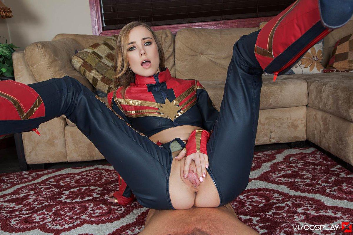 Supergirl Licks Pussy