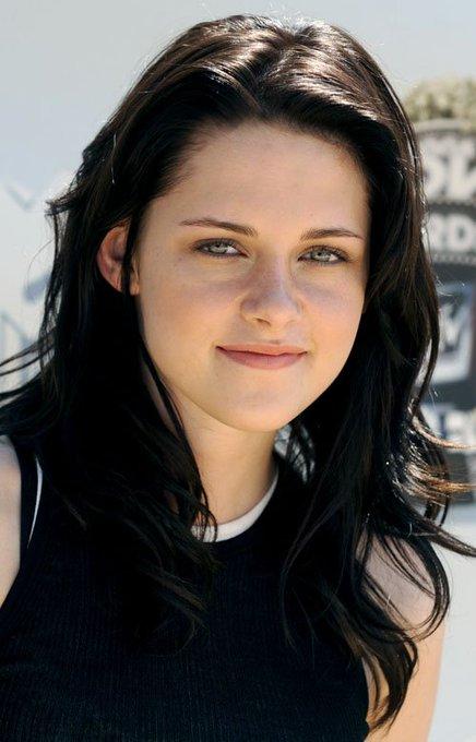 Happy Birthday To Kristen Stewart!