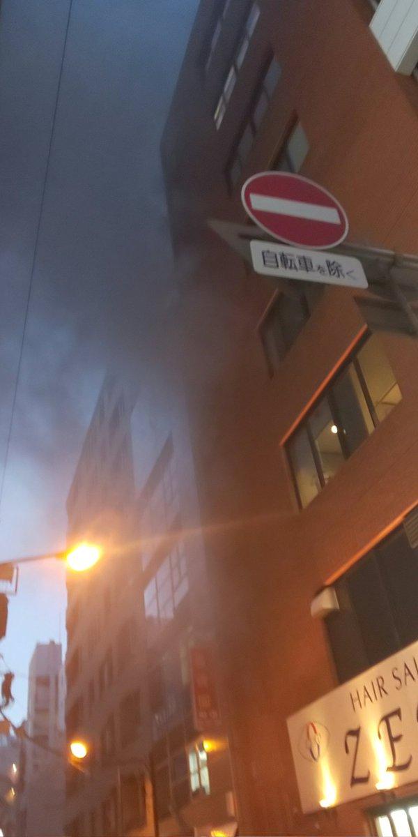 千代田区の神田駅付近で火事の現場画像