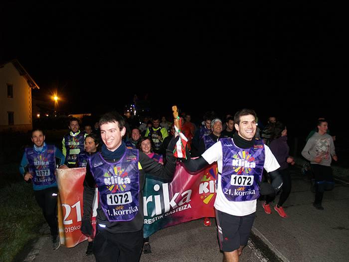 Julen Martija eta Jose Jabier Zabaleta pilotariek #Korrika ren kilometro bat hartu dute bart, Arakilen  [📸 @guaixe]