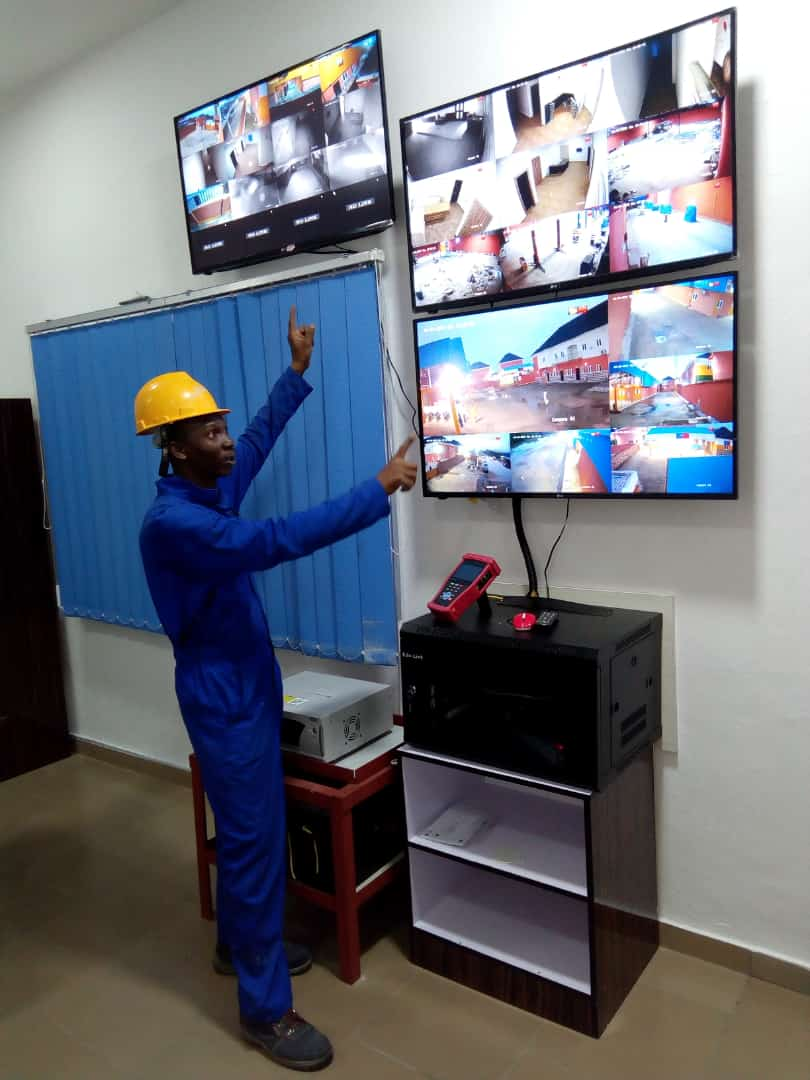 We are all about technicality and professionalism. We provide solution to all technical problems with regards security. Site Installation: Outdoor Camera/ Control room display. #Mitobisecurityservices #cctv #technology #solutionwithoutstring #mitobicctv #PortHarcourtoffice