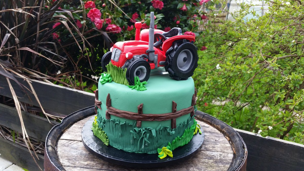Groovy Pam Macruary On Twitter A 21St Birthday Cake For A Young Man Who Personalised Birthday Cards Petedlily Jamesorg