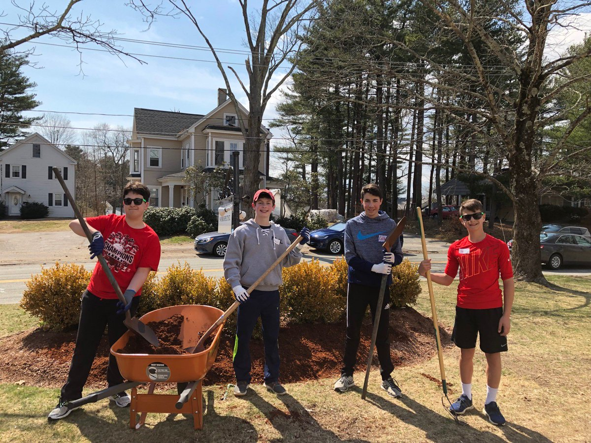 Thank you to the amazing volunteers who participated in our CHAI South Area Mitzvah Day project at @FrBillsMnSpring's Evelyn House.   25 volunteers helped get the yard ready for spring and baked food for the residents. Yasher koach – well done – to all the volunteers!