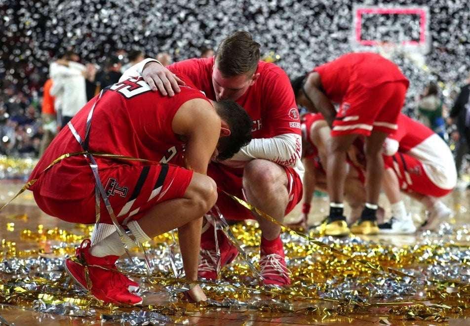 Complimenti a Davide Moretti e Francesco Badocchi per aver portato il 🇮🇹 alle Finali di #NCAA!  🇮🇹 Il futuro è vostro! 🇮🇹 #MarchMadness