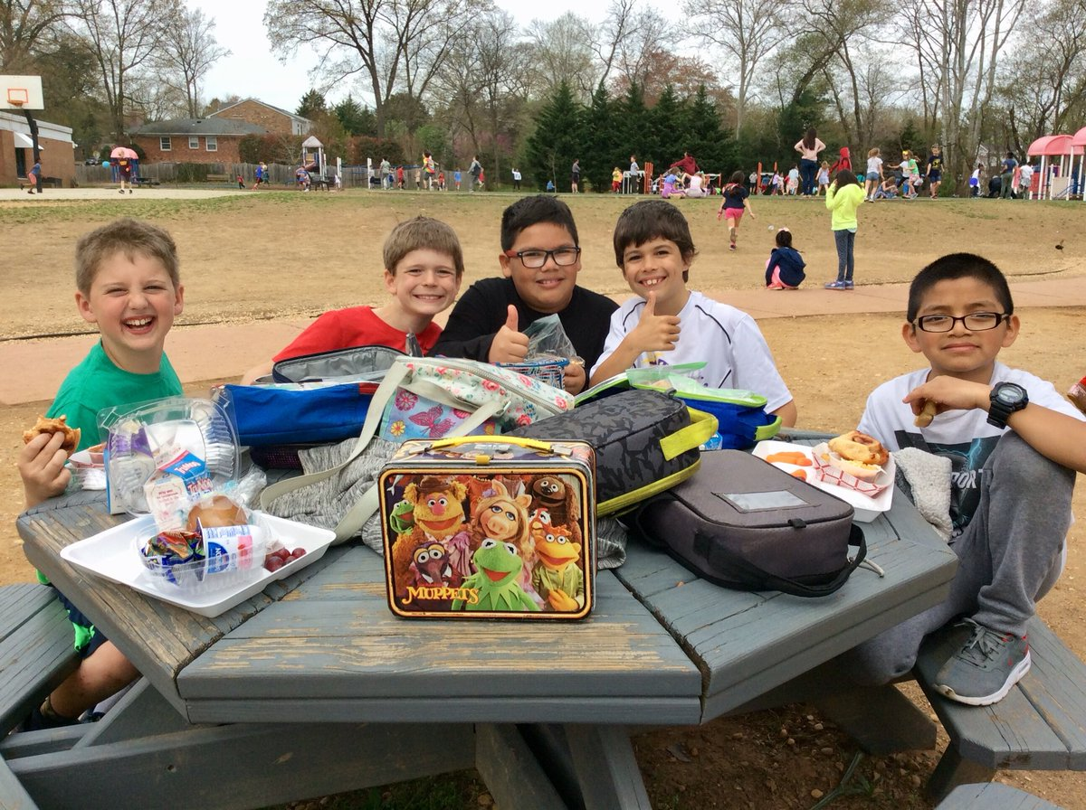 Mr Holland On Twitter Enjoying Outdoor Lunch While Alexandriavapd Sgt North Plays With 1st And 2nd Grade At Recess