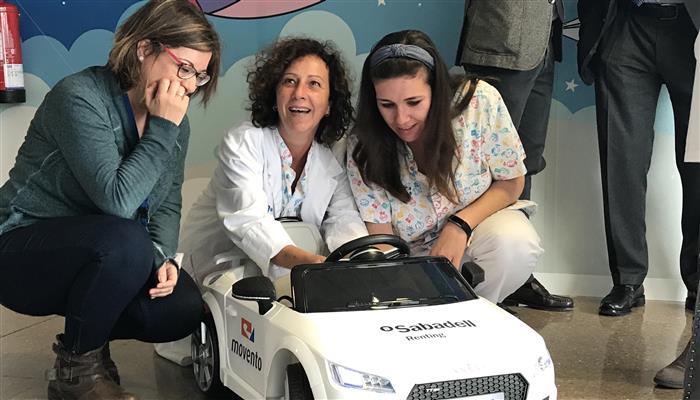 #SabadellRenting i @MoventoMotor donen a l'Hospital de Terrassa (@CSTerrassa) dos cotxes elèctrics per als més petits. Els cotxes serviran per evocar sentiments d'alegria en els nens i nenes i animar-los durant la seva estada https://sab.to/2Z2PYCa