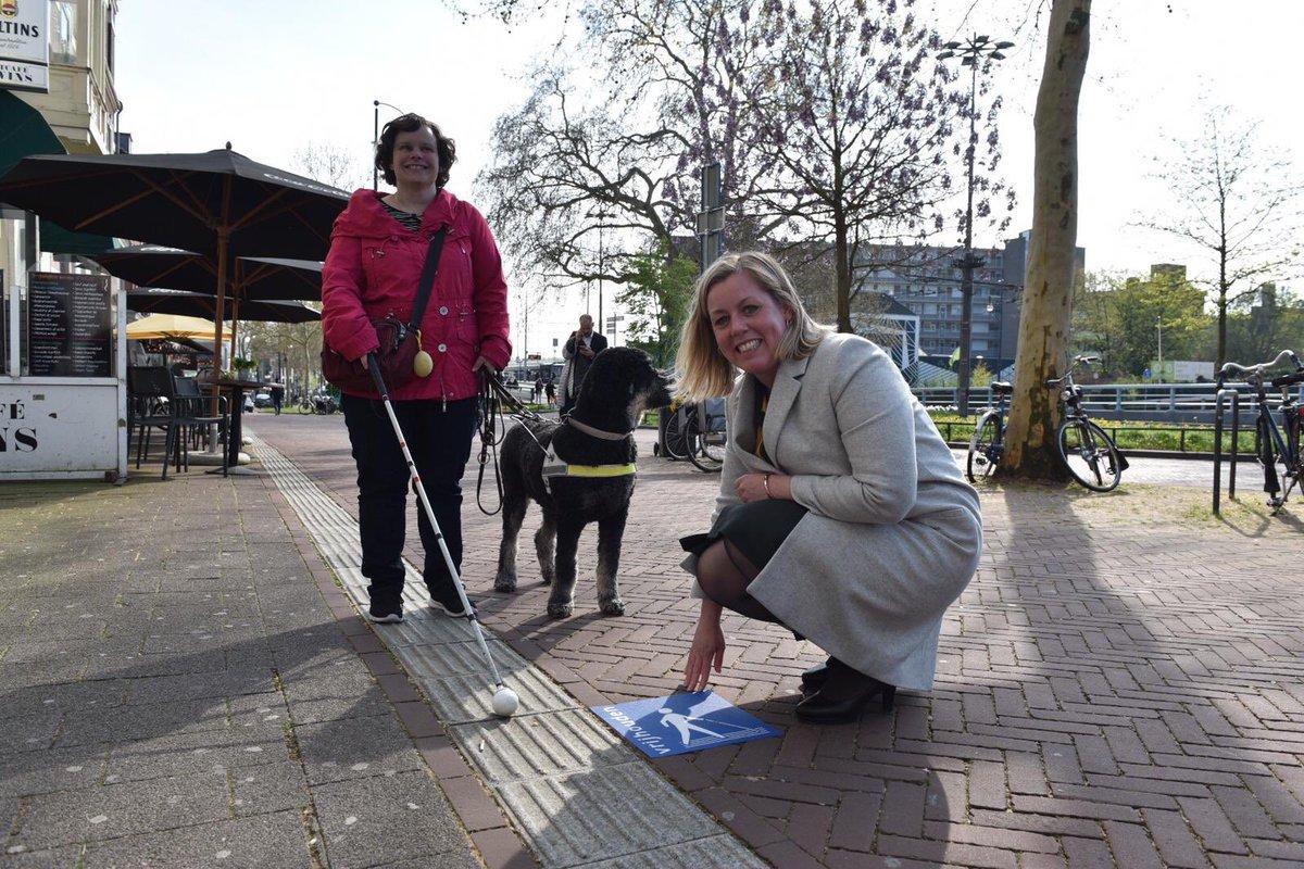 : Wethouder Louwers en ambassadeur Marjolein tijdens de actie in april