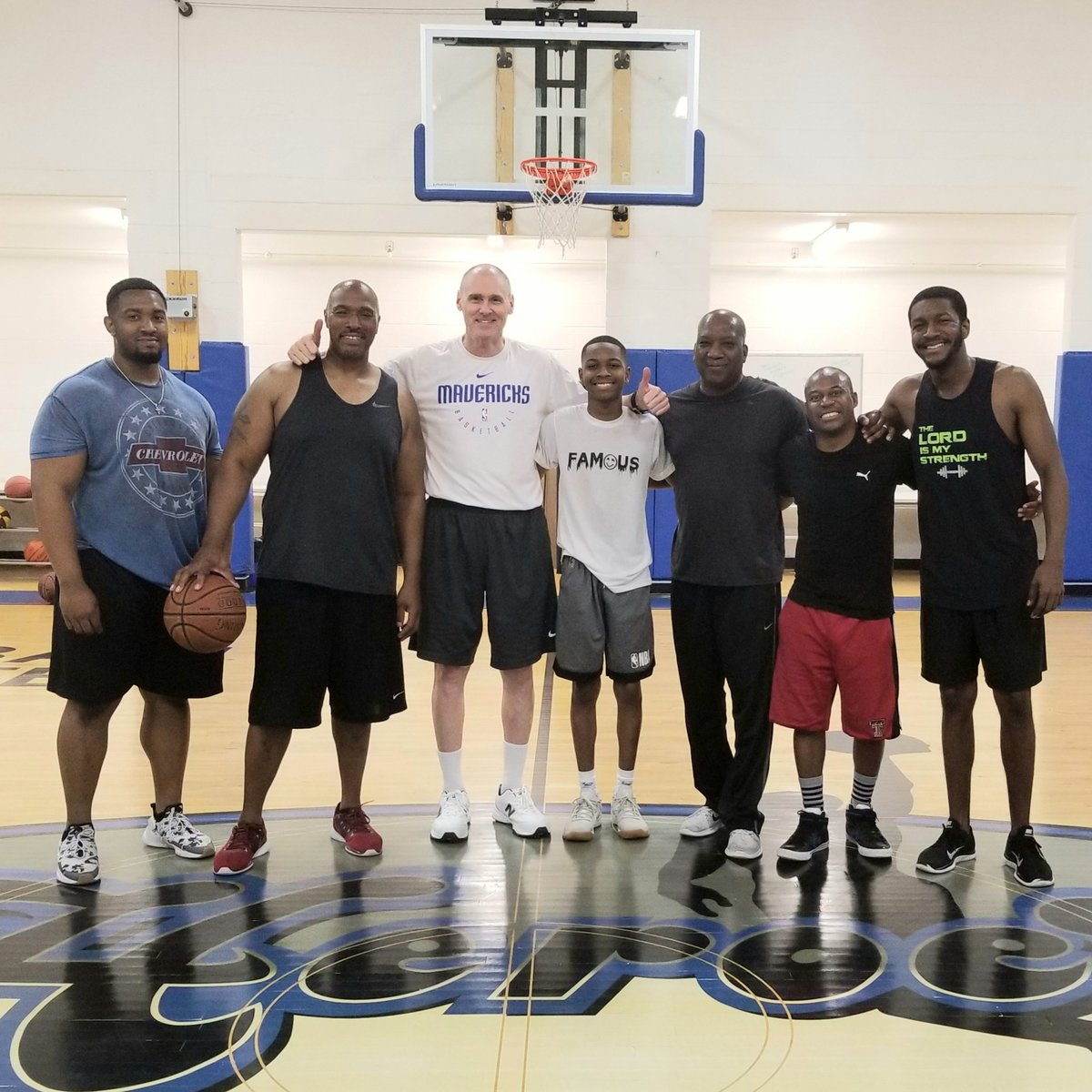 Nothing but good times with these musicians at #FitNotes shooting around & playing fun competitions with #DallasMavericks head coach #RickCarlisle, who loves music & plays piano too! Blessed to live out @the_musicstand vision with @arlingtonjones!