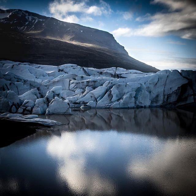 Memórias da Islândia. Glaciar Vatnajökull.  #icelandphototrip #iceland #mystopover #shooters_pt #extremeiceland #inspiredbyiceland #canon80d #rolleimoments #coloreffectspt #landscapephotography #glacier #vatnajökull #icelandexplored #vatnajokull http://bit.ly/2KjXrJp