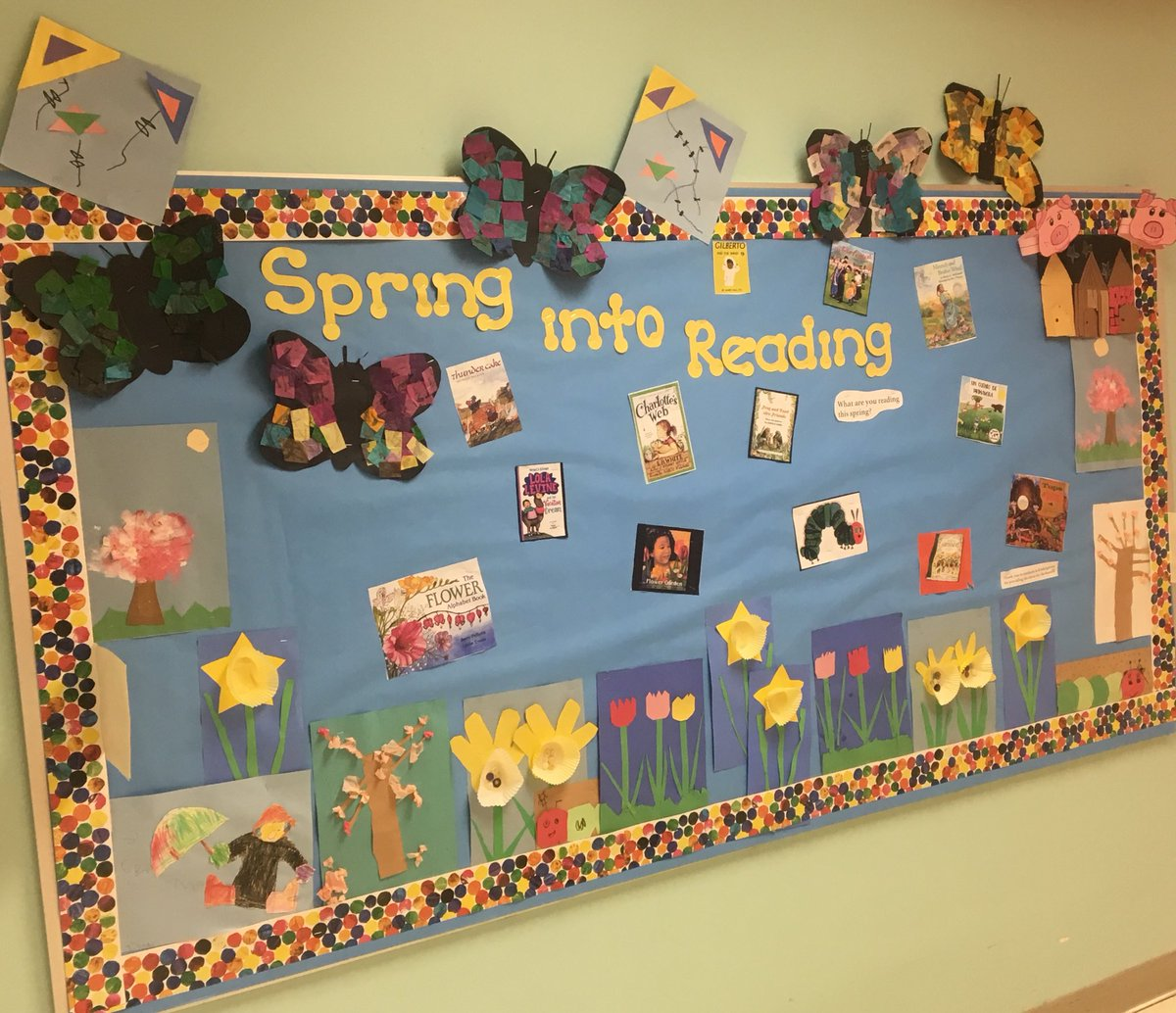 What are you reading this Spring?                                Thank you Kindergarten students for the decor for the board😀⁦<a target='_blank' href='http://twitter.com/GlebeAPS'>@GlebeAPS</a>⁩ ⁦<a target='_blank' href='http://twitter.com/GlebeITC'>@GlebeITC</a>⁩ <a target='_blank' href='http://search.twitter.com/search?q=glebeeagles'><a target='_blank' href='https://twitter.com/hashtag/glebeeagles?src=hash'>#glebeeagles</a></a> <a target='_blank' href='https://t.co/xPXObEBt3V'>https://t.co/xPXObEBt3V</a>