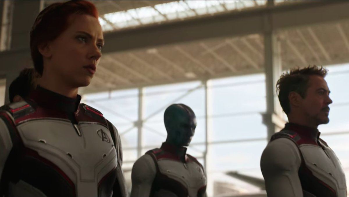 New AVENGERS: ENDGAME suits were put in trailer to make the movie feel different than INFINITY WAR:   https://comicbook.com/marvel/2019/04/09/avengers-endgame-new-white-suits-avengers/ …pic.twitter.com/TGapdDEl2n