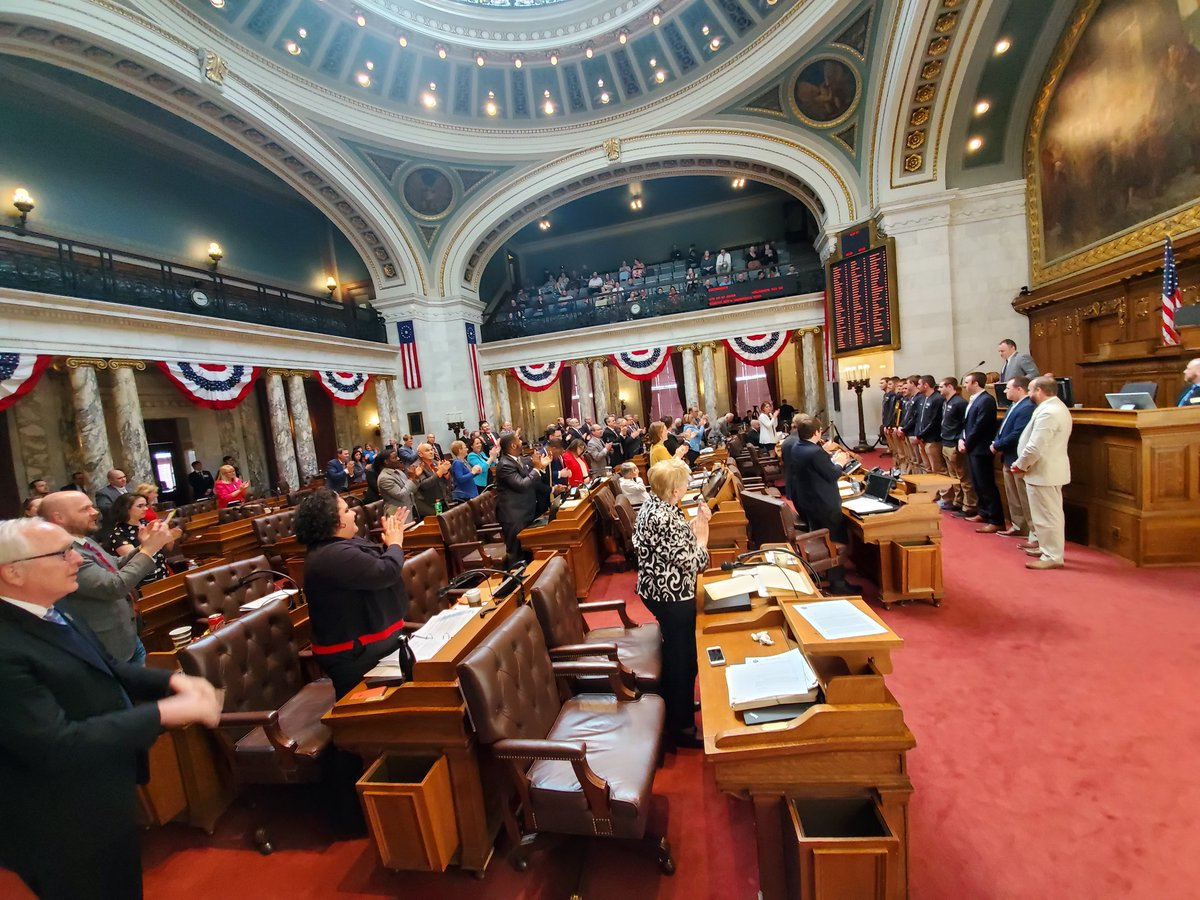 An amazing honor for @UWOMBB! Thank you to our WI state legislators for the resolution congratulating our Titans on their NCAA Division III title. 💛🖤  Read the full Senate Joint Resolution here: http://bit.ly/2G315Ck