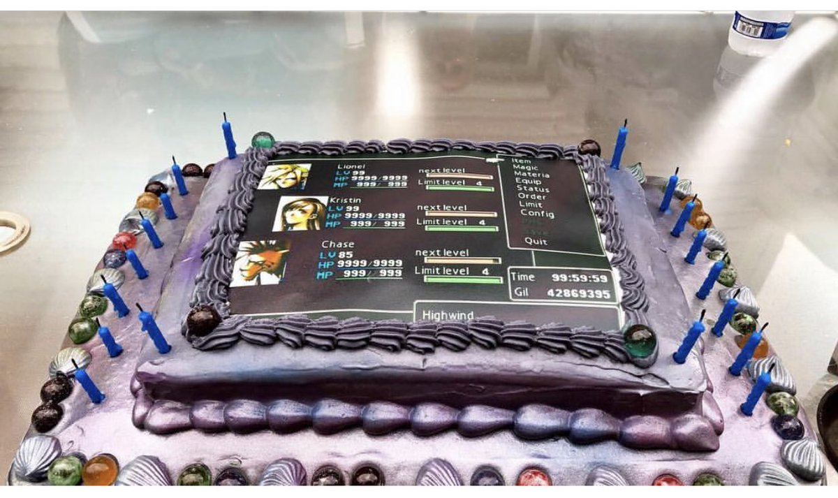 #Cake 🍰 Awesome of the Day: Purple #FinalFantasy 7 #Birthdaycake 🎂 via @LeNerdyNinja #SamaCake #SamaGeek 🤓 #SamaGames 🕹️
