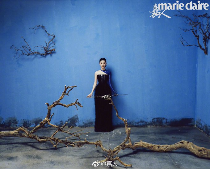 Marie Claire  05/2019 D3xhBasW4AIRuRn?format=jpg&name=small