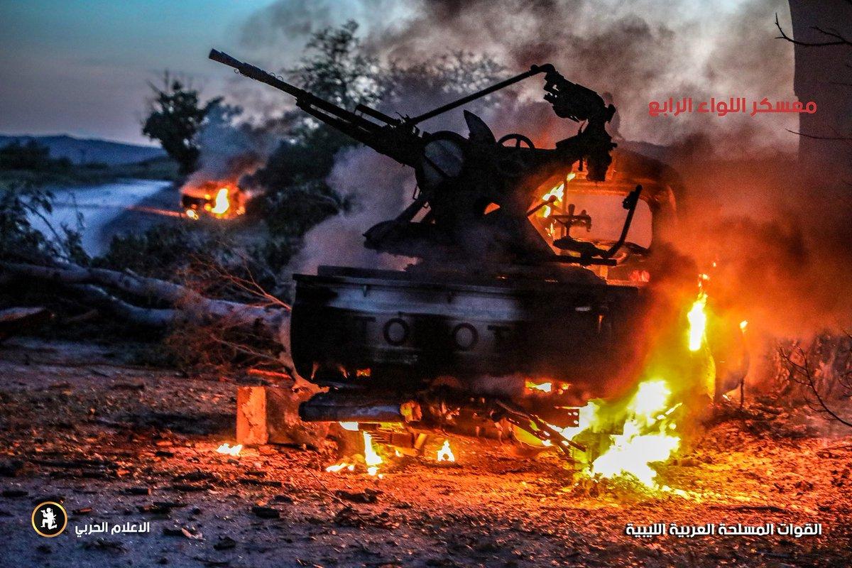 ليبيا: طرابلس تعلن الاستنفار لمواجهة قوات حفتر - صفحة 4 D3xwmq_XkAAcb8R