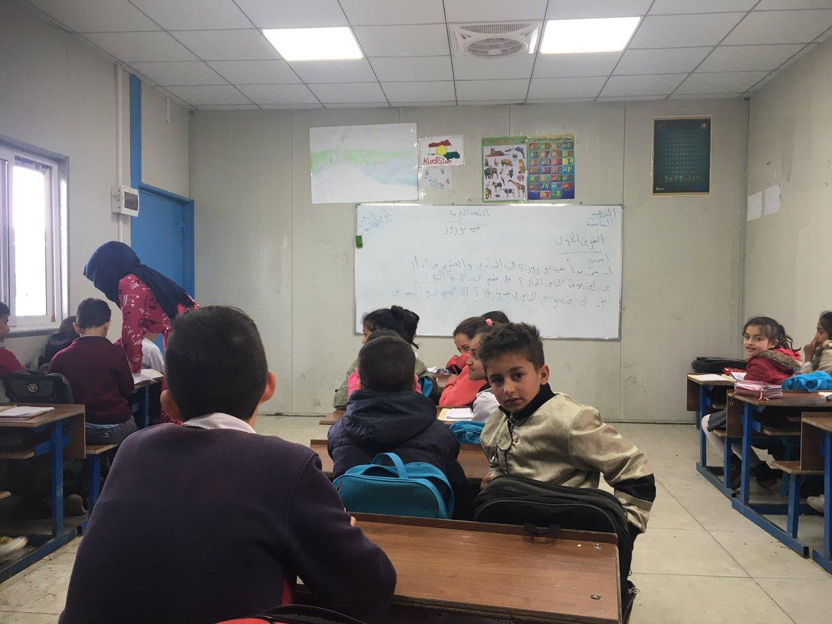 シリア難民キャンプ「ドミースキャンプ」にきた。約28000人がいる。2011年からできていて、国を離れて難民として暮らしていて日本のNGOも入っている。高卒後の就職や教育の問題など複雑すぎる。小学生で働いている子も見かけた。食料の問題など基本的な問題があって、できないことも多いという印象。