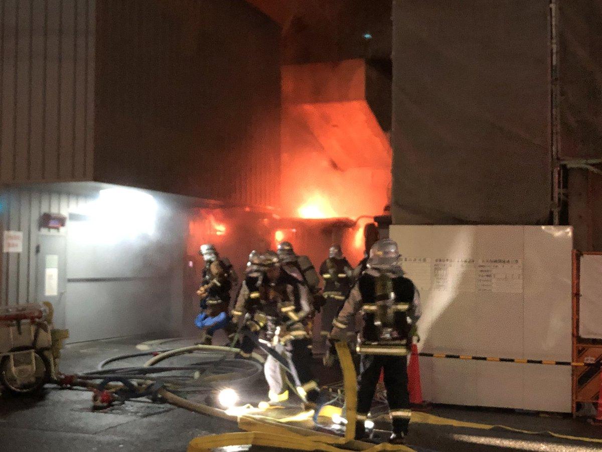 大阪市中央区本町で火事が起きている現場画像