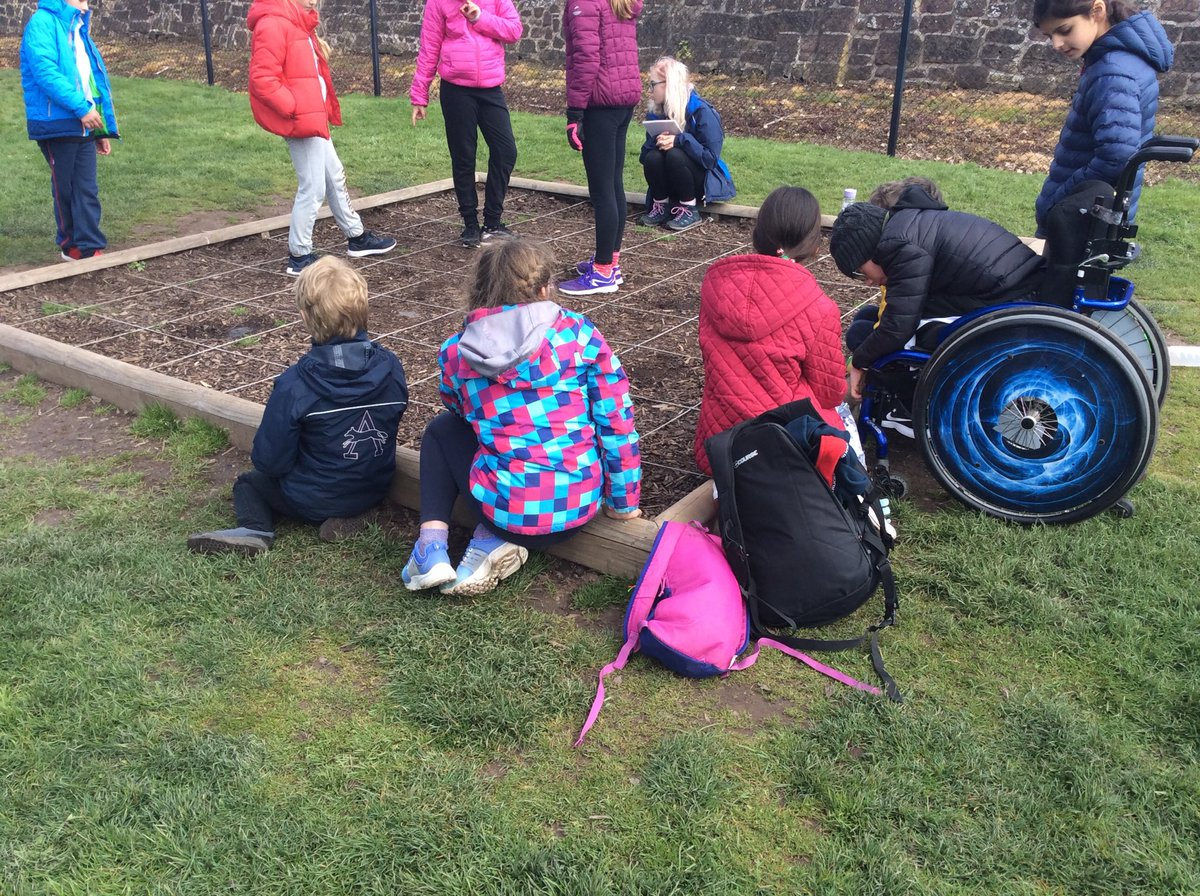 Look at the @CongerstonePS pupils enjoying themselves at Condover Hall on a warm day 😁 https://t.co/Ohu8MqI4ND
