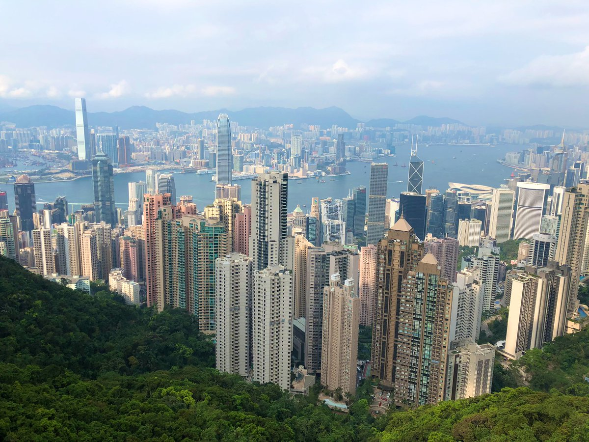 This is an absolute MUST when you plan your trip to #HongKong ! Take the tram to the top of #VictoriaPeak  @Travel2HongKong @weathernetworkpic.twitter.com/dQ7AfjdP4X