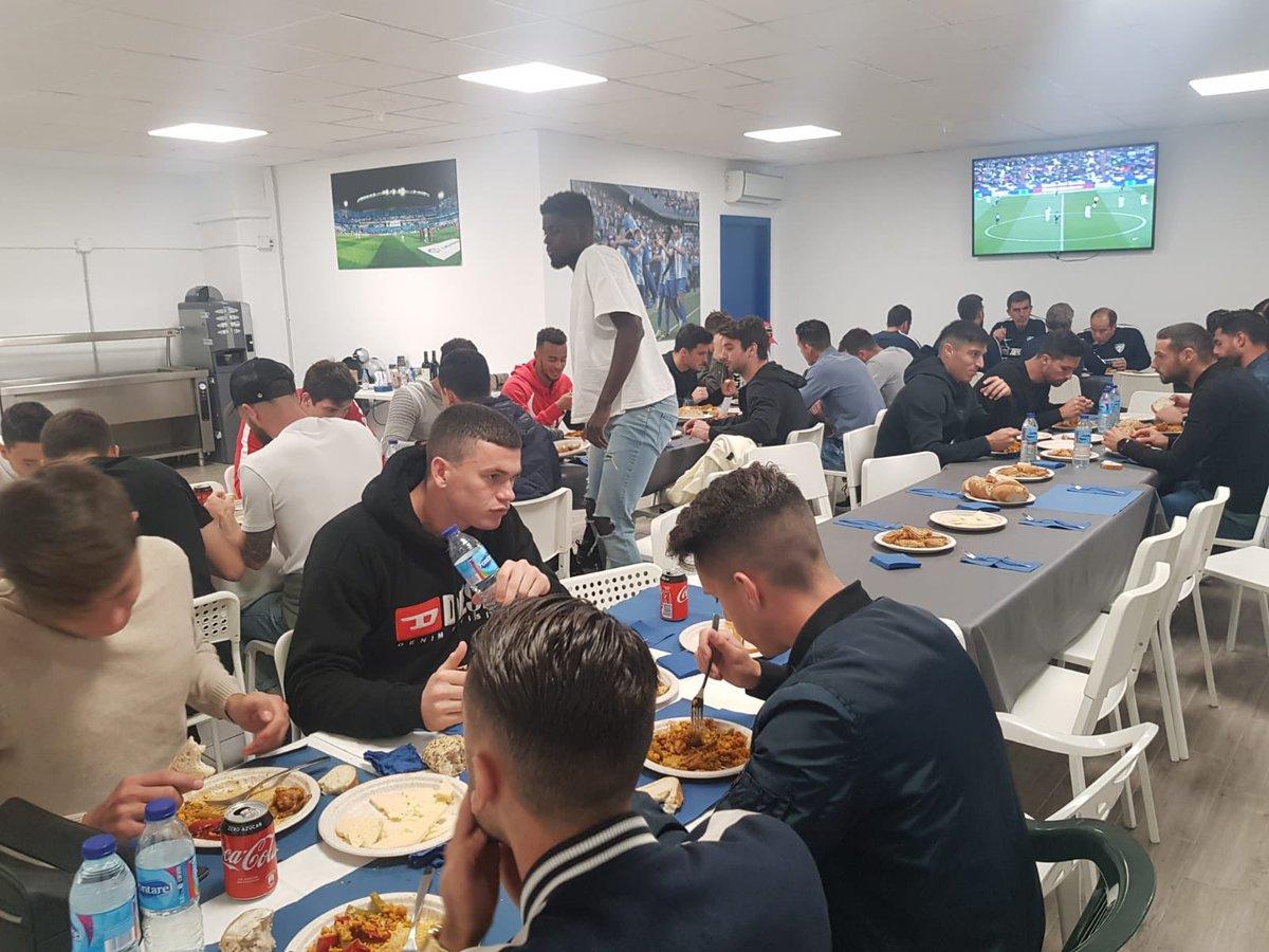 Мечта Селезнева. Футболистов Малаги накормили прямо на стадионе - изображение 1