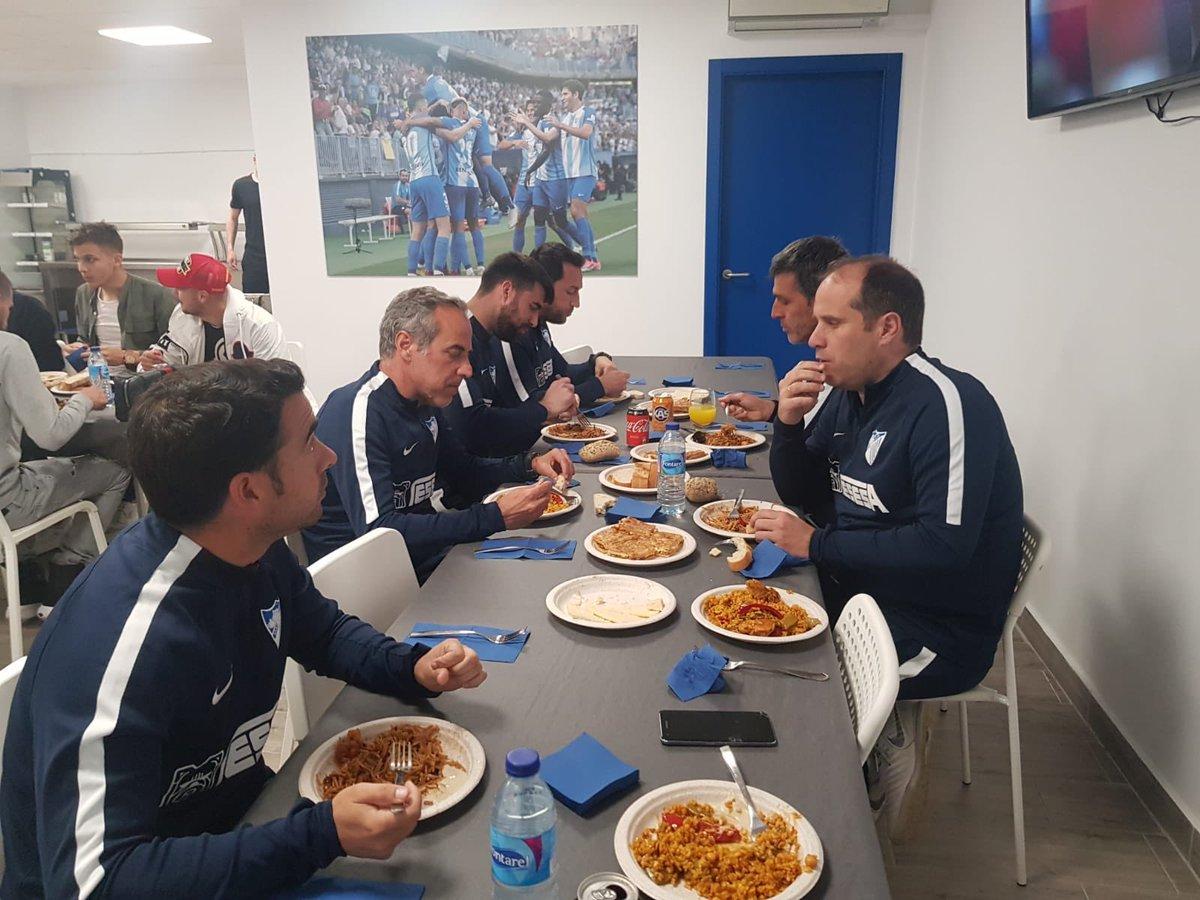 Мечта Селезнева. Футболистов Малаги накормили прямо на стадионе - изображение 2