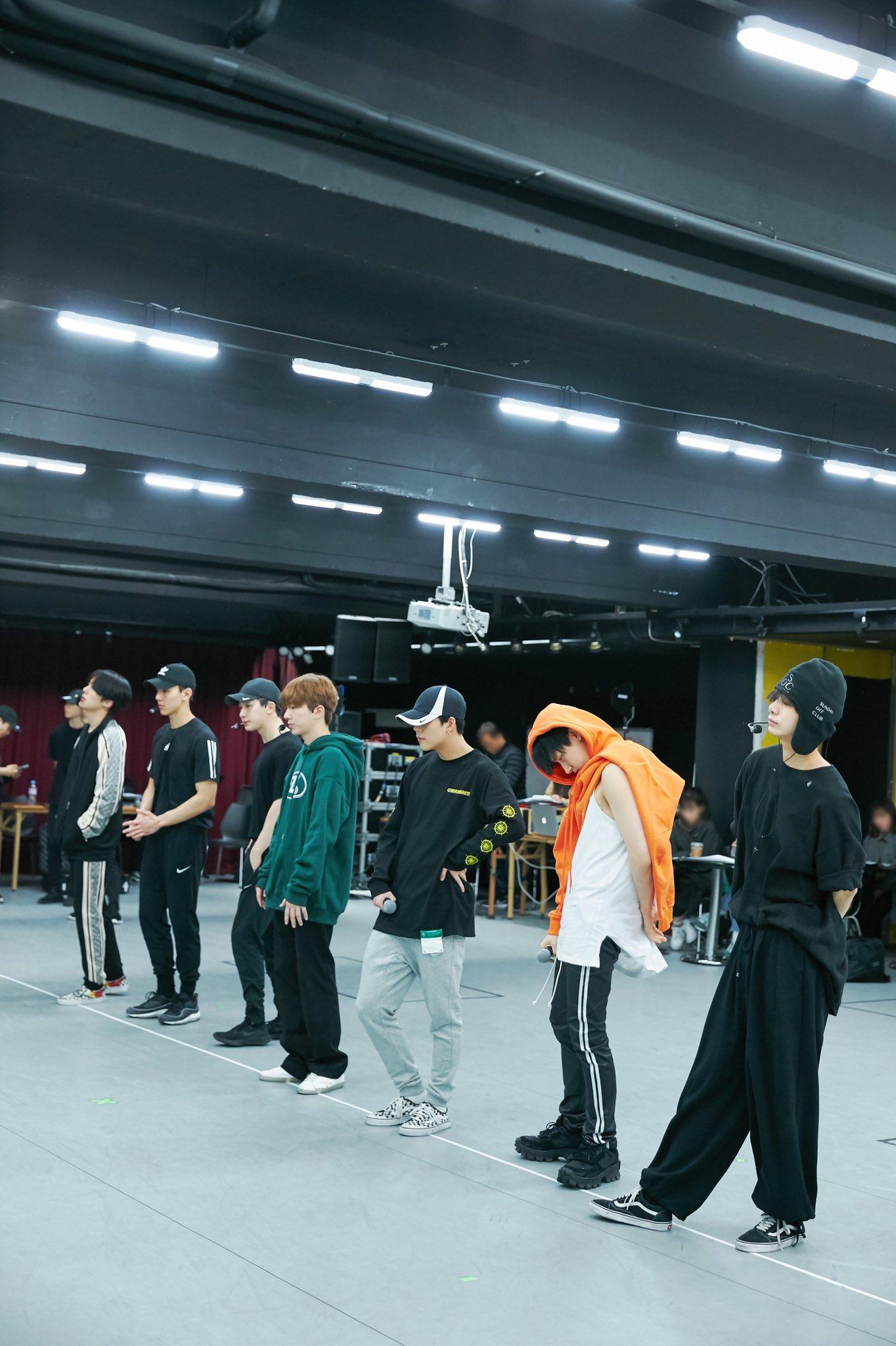 [#MONSTA_X]  2019 #MONSTAX WORLD TOUR  #WE_ARE_HERE IN #SEOUL ↓ラᄚ↓ハᄉ↓ヒᄂ →ᄍト■ユリ↓ンᄌ→モワ ↑ᄈᄉ↑ᄚワ   #→ᆰᆲ↓ハᄂ■テタ↓ラム↓ハᄂ  #↓トワ↓レᄌ #→ᆰᆲ↓ハᄂ■テタ↓ラム↓ハᄂ↓ロヤ→モワ■ネᆲ↓ヨᄡ https://t.co/mwIidgamKM