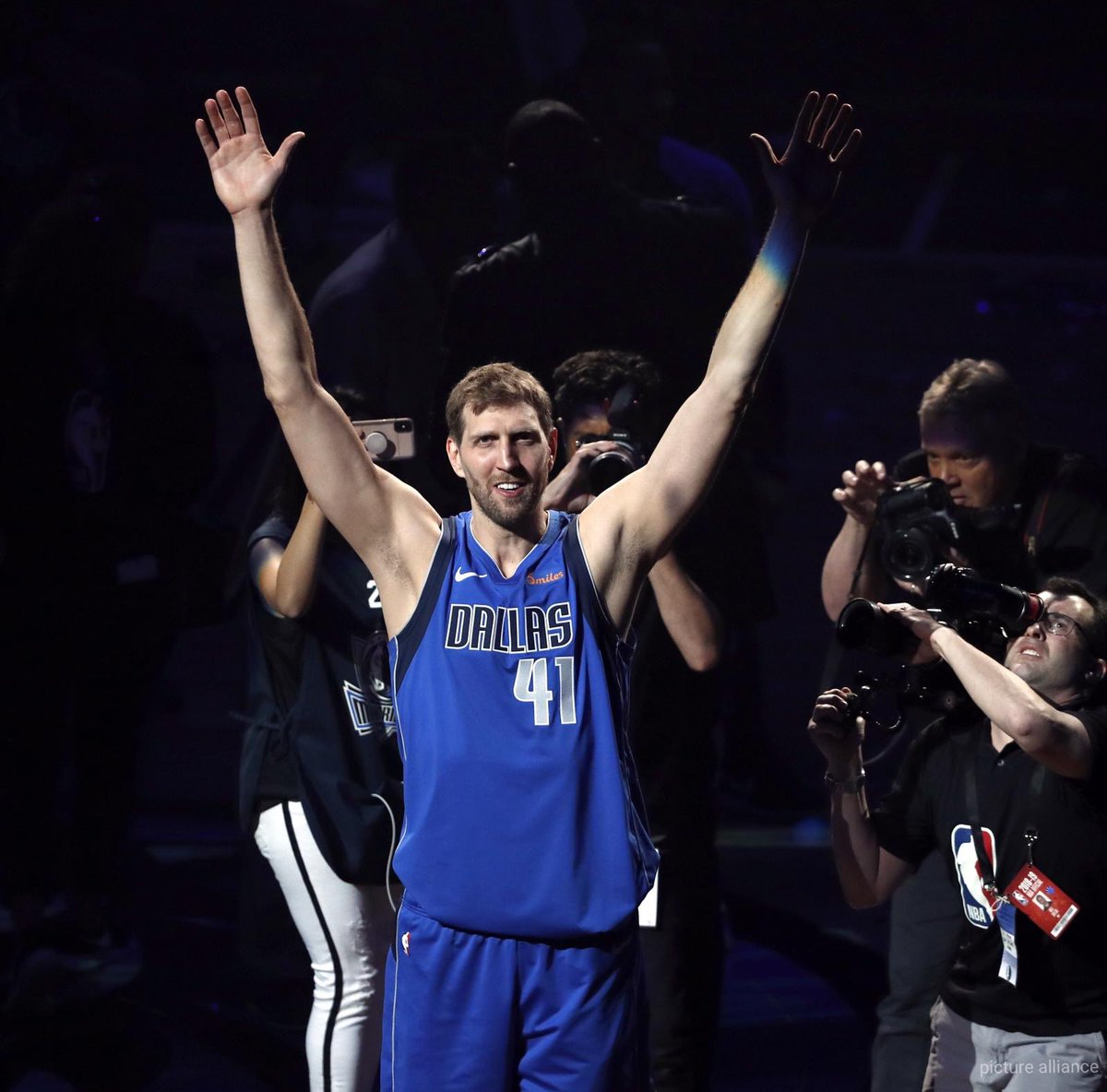 Thank you for everything and endless respect for your huge career big man @swish41 🙌🏽🏀 #Nowitzki #Basketball #NBA