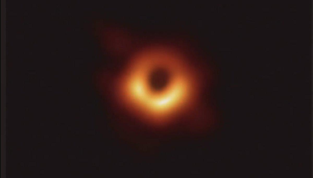 """نشر أول صورة على الإطلاق لـ""""الثقب الأسود"""" D3zDNViU4AAWgjP"""