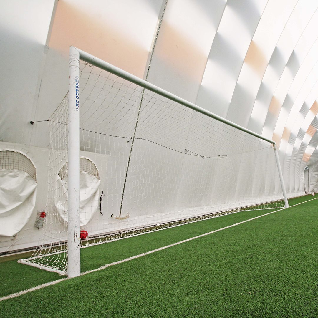 ⚽️ | Play football at the Air Dome!  The Air Dome is home to a full-sized 3G pitch, perfect for friendly matches, fixtures or training sessions. ✅  Price list 👉 http://bit.ly/2N9DWnT   To book, call 02920002555. ☎️